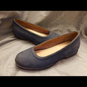 Women's LAND END BLUE SUEDE SLIPON SHOES SZ 8B